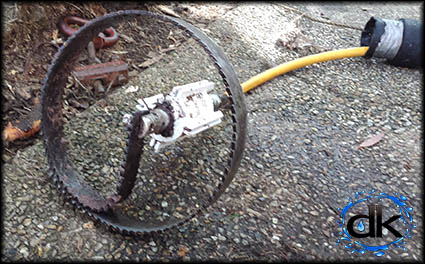 Root cutter jett head for high pressure jetter